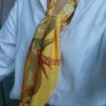 エルメスのスカーフで ねじねじ巻き巻き! ③