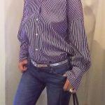 レッドカードのデニムとシャツのコーデ