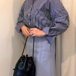 ストライプのシャツとタイトスカートのコーデ
