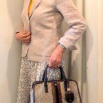 50代仕事服 派手な色でお仕事コーデは可能か?